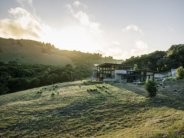 Modern eco-conscious pavilion in California by Feldman Architecture in green landscape