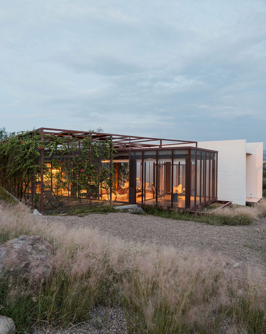 Two studios flanks a central volume at this home in Mexico
