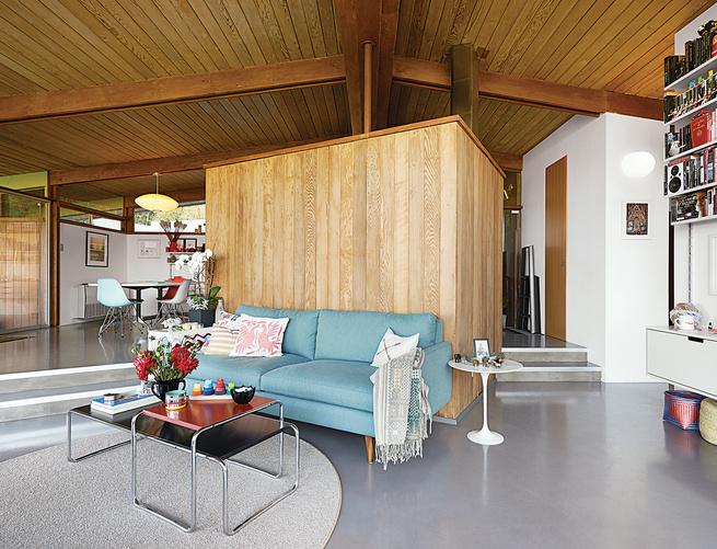 modern dwellings kalmic house quincy jones living room sofa wool rug