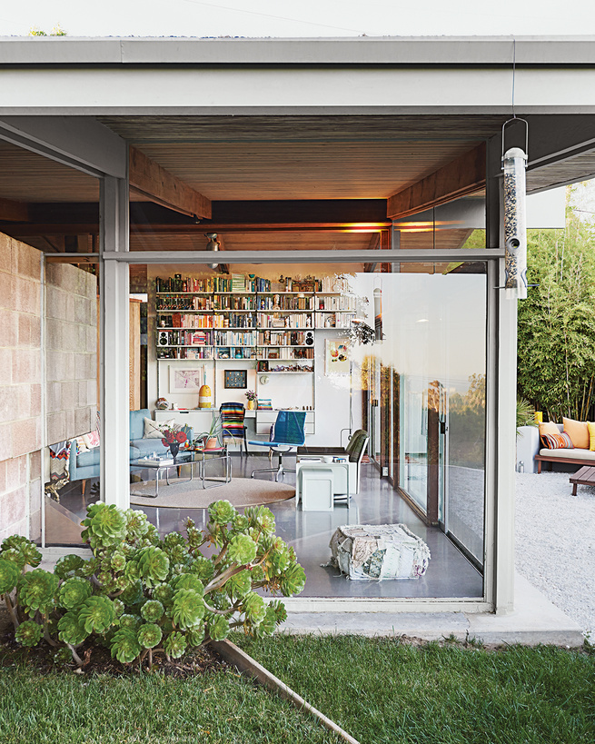 modern dwellings kalmic house quincy jones living room shelving