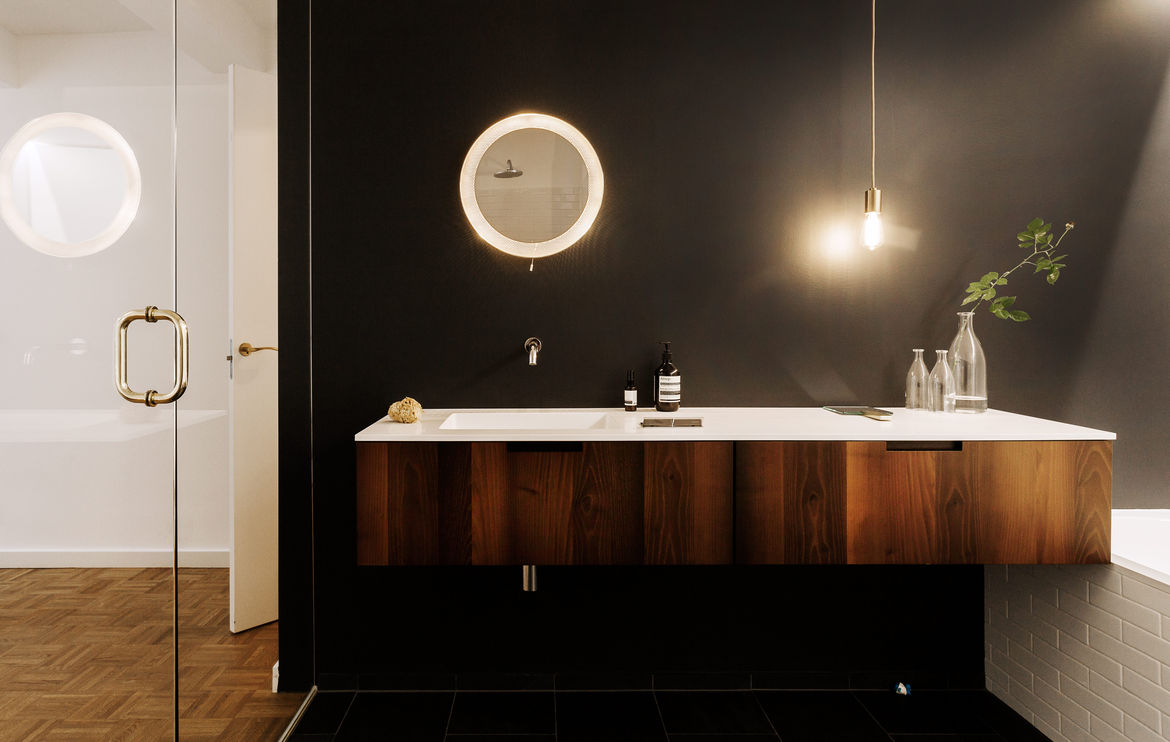 Universal vanity in acacia wood from Boffi and vintage mirror by Mathieu Matégot.