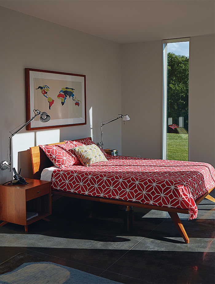 El Topo bedroom with Tolomeo wall lamps.