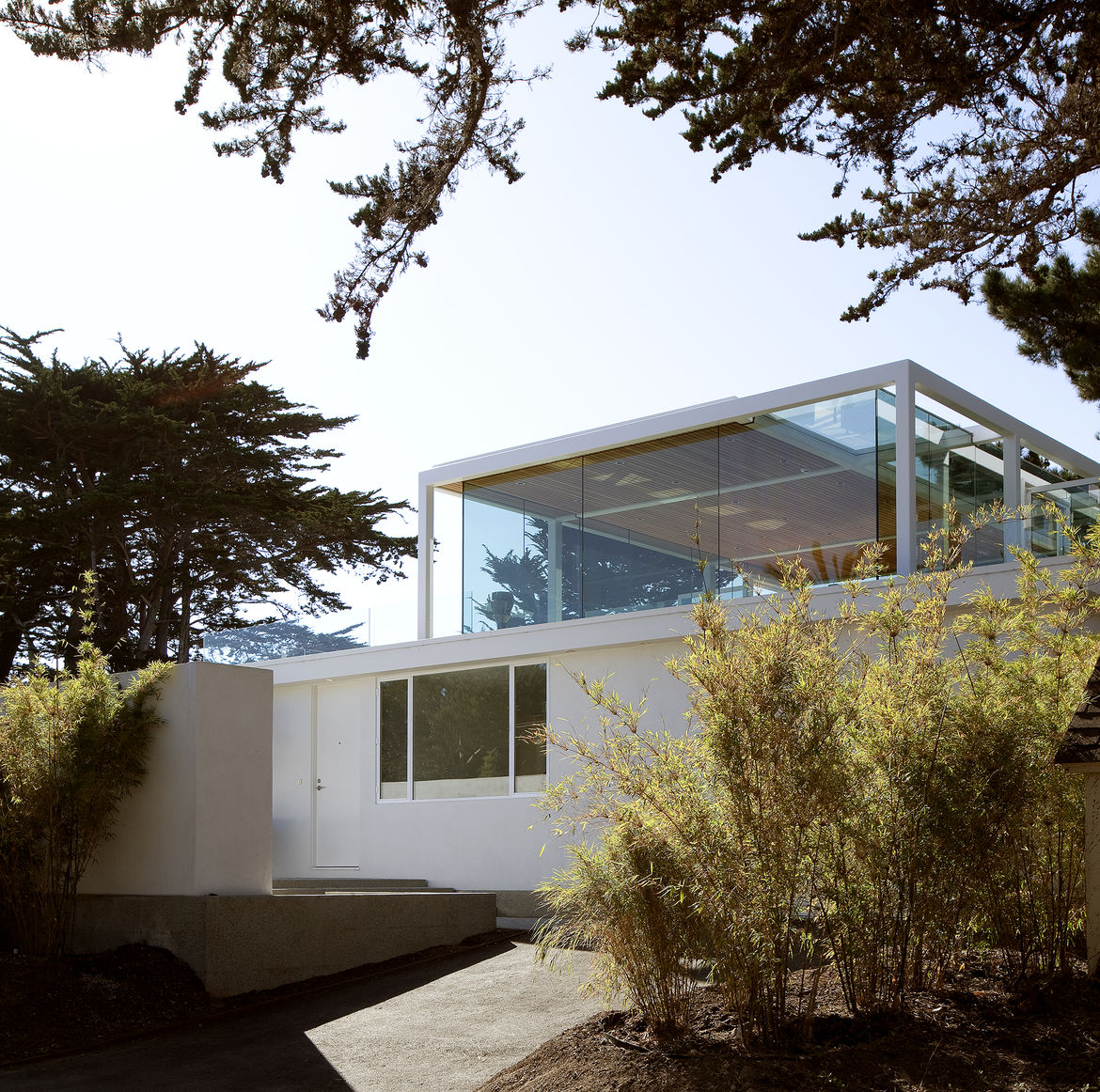 Entrance of Paley House by DYAR Architects and John Thodos in Carmel, California