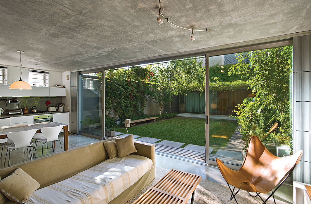 Open living area and yard in a Buenos Aires home