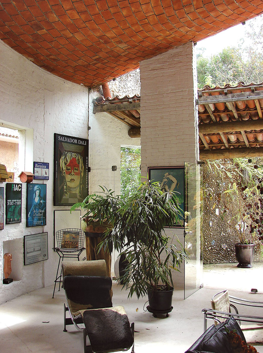 A small guesthouse designed by Lina Bo Bardi in 1964 for the Cirell House in São Paulo.