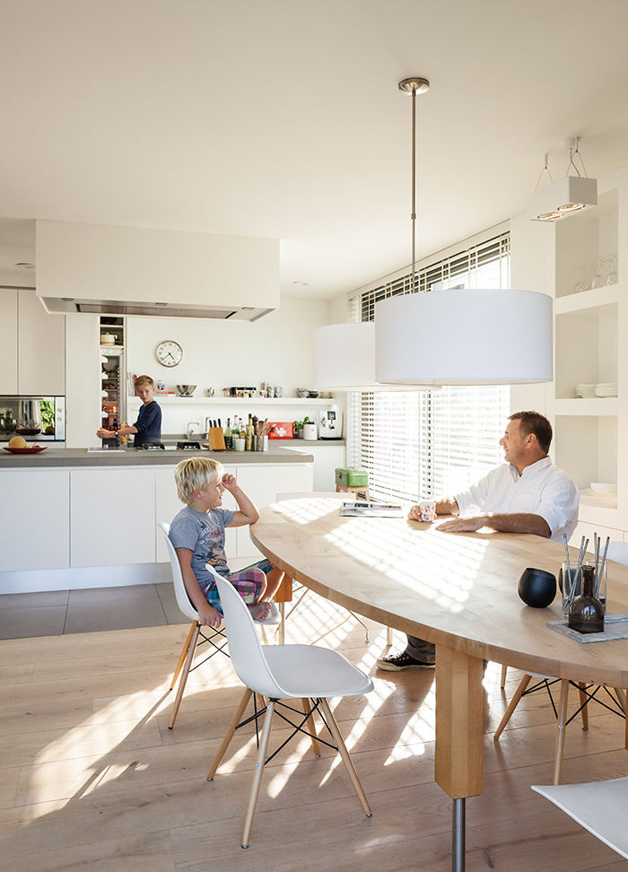 Amsterdam canal house kitchen with belgian granite countertops