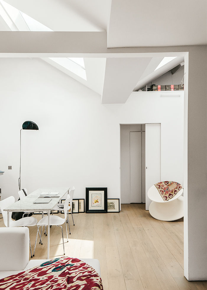 Tiny London apartment renovated living area with marble table by Fritz Hansen, chairs and floor lamp