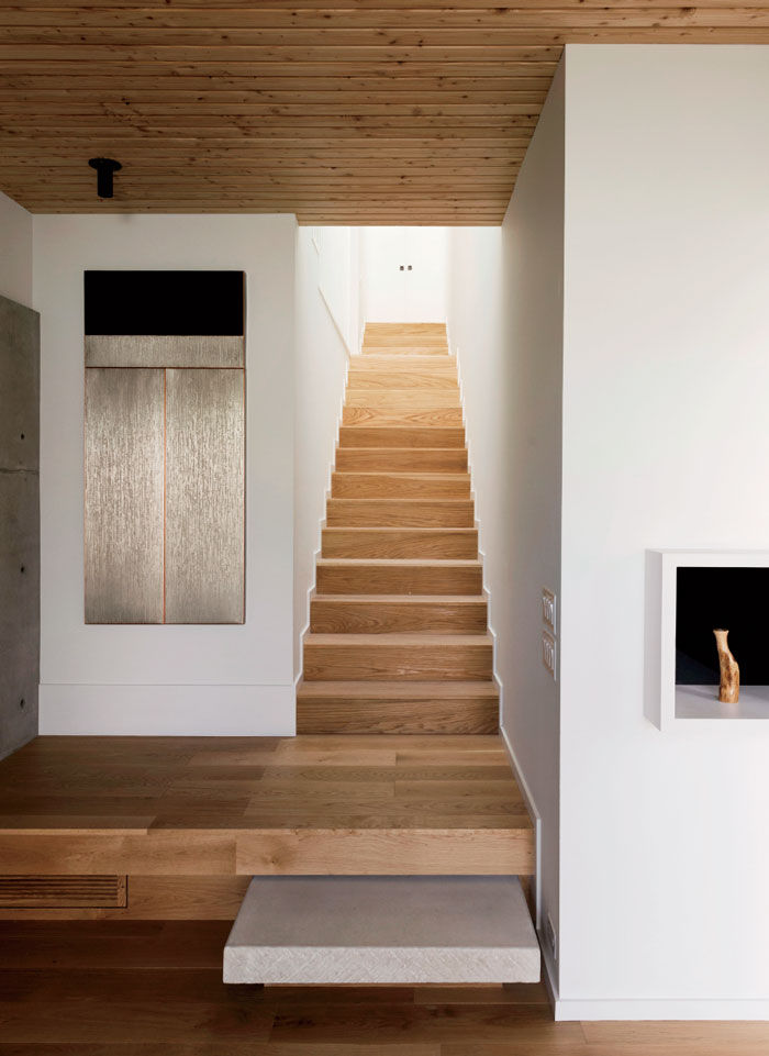 Modern Texas home with white oak stairs