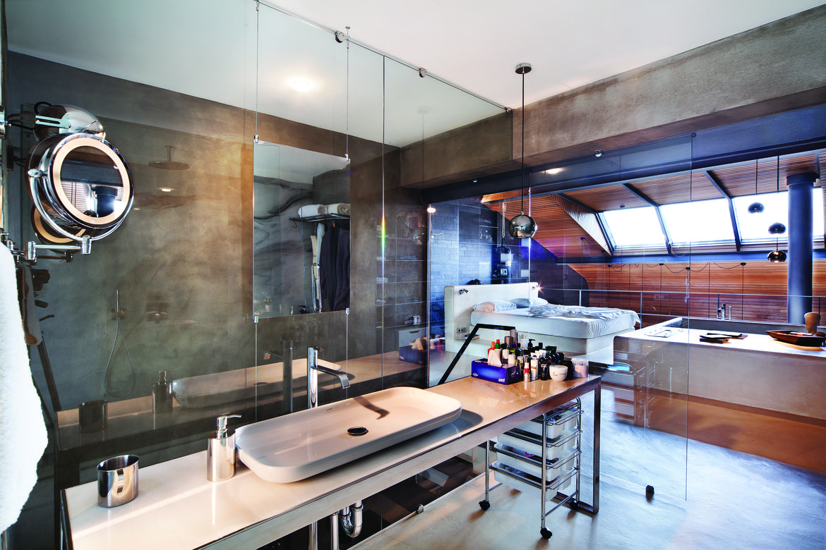Open bathroom in an Istanbul loft