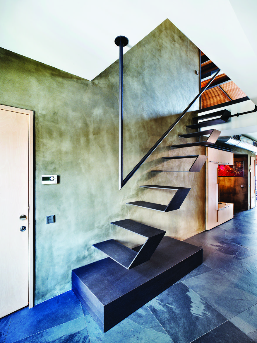 Floating stairs in an Istanbul loft