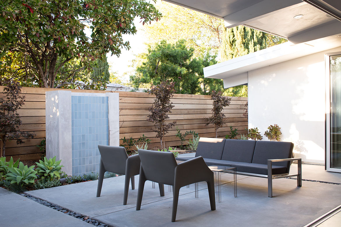 Palo Alto Eichler Renovation Outdoor Sitting Area with Fountain