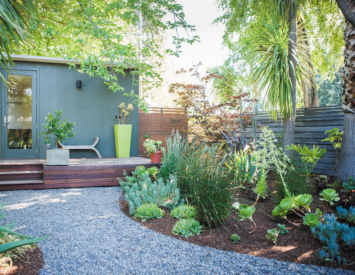 modern outdoor backyard guesthouse garden