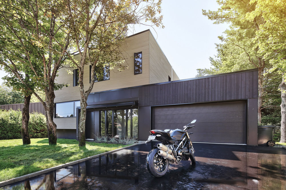 Renovated bungalow with a new garage