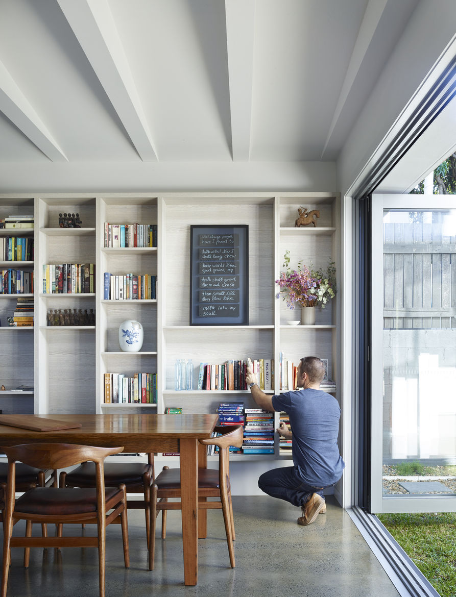 Custom shelves with Polytec Ravine finish in Brisbane home by O'Neill Architects.