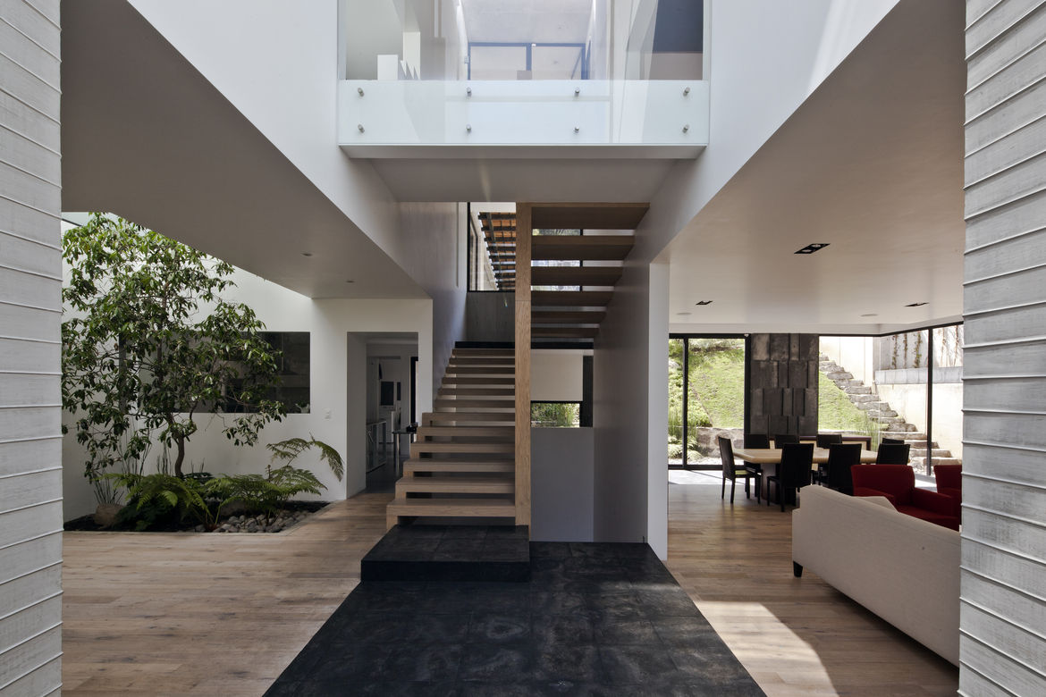 First floor landing and stairs in the Casa U in a Mexico City suburb