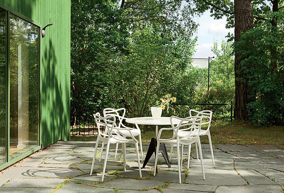 Swedish Prefab Home, Courtyard