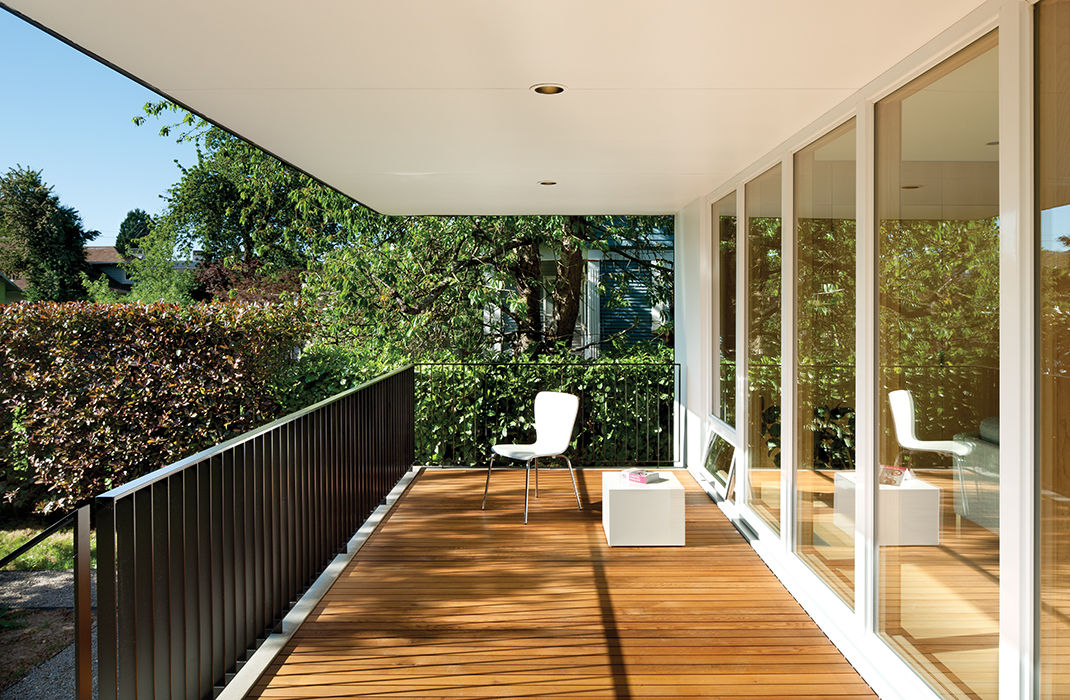 Affordable Portland home with cedar deck facing the backyard