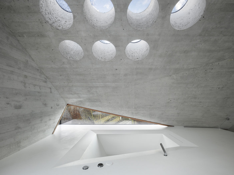 Bathroom with circular skylights in Stuttgart, Germany