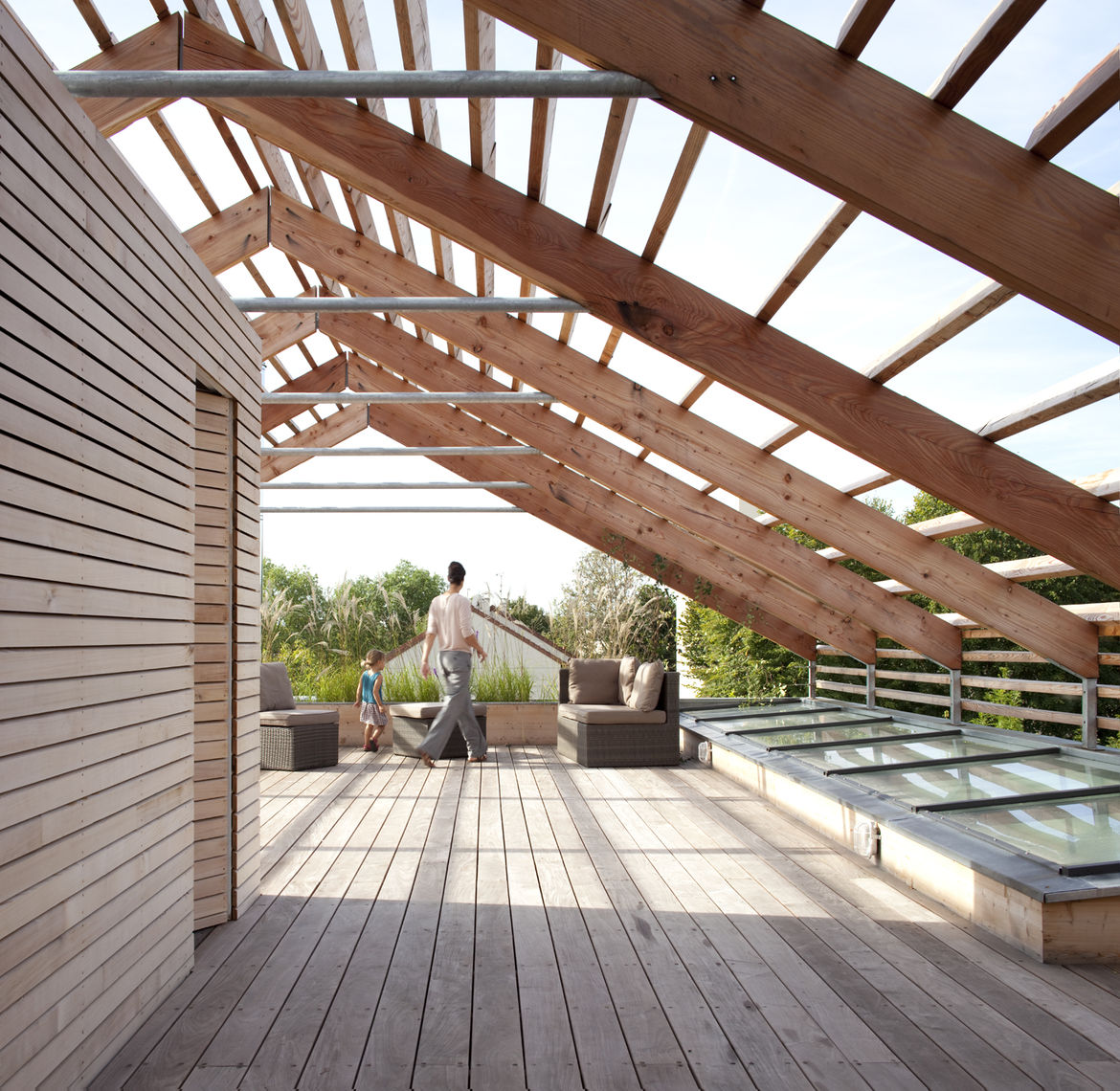 Roof terrace and garden of eco-friendly prefab Paris home by Djuric Tardio Architectes