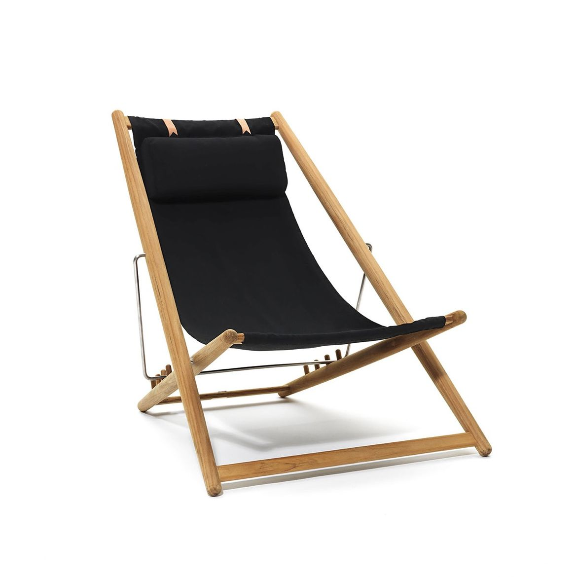 Relaxing lounge chair for indoor and outdoor settings