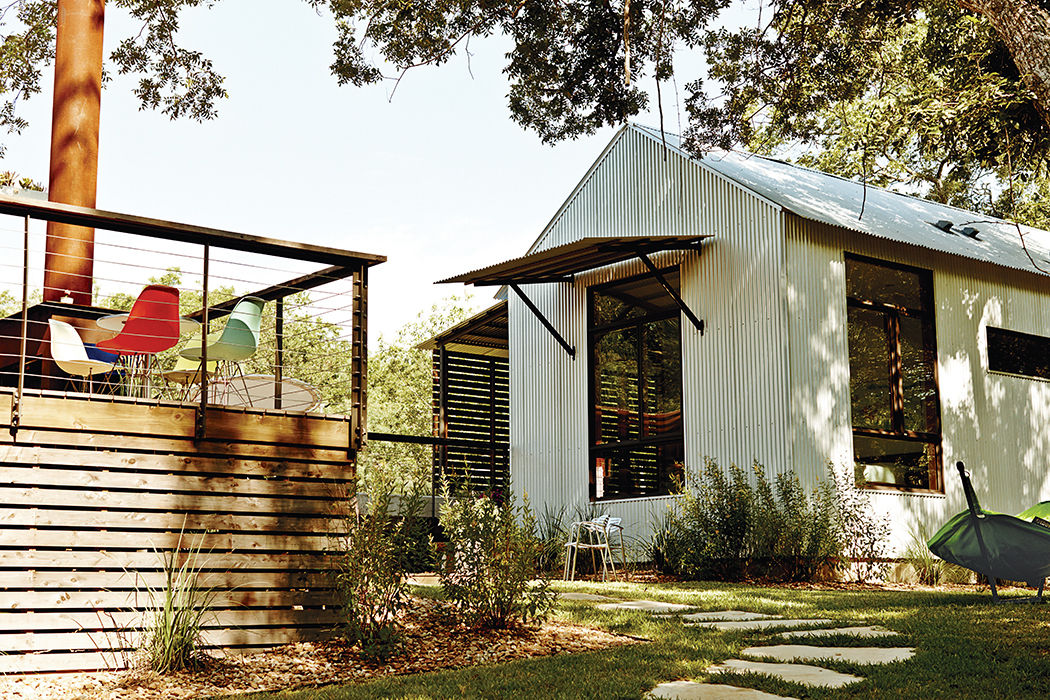 Modular Texas home has corrugated steel guest house