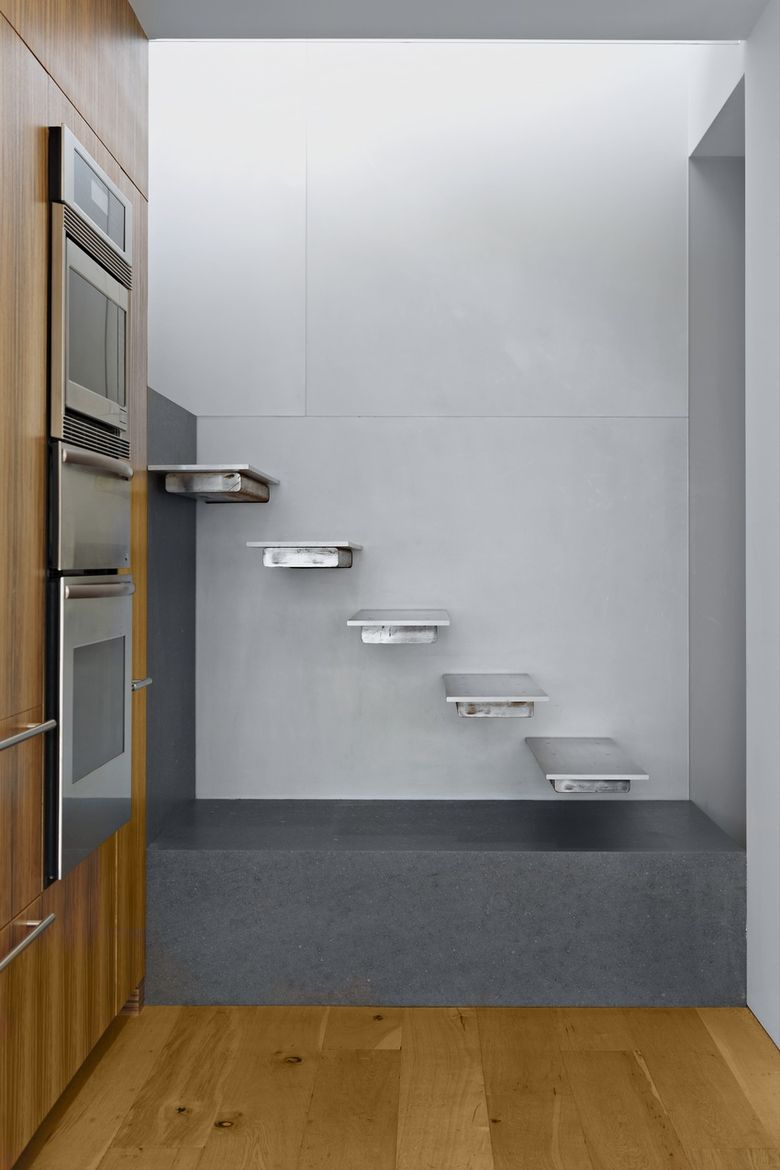 Minimal aluminum and steel staircase