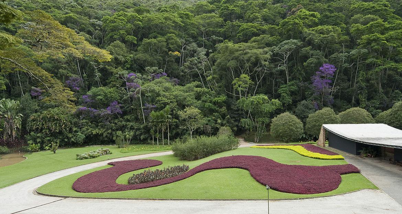 Garden of the Edmundo Cavanellas residence, now the Gilberto Strunk residence, Petropolis