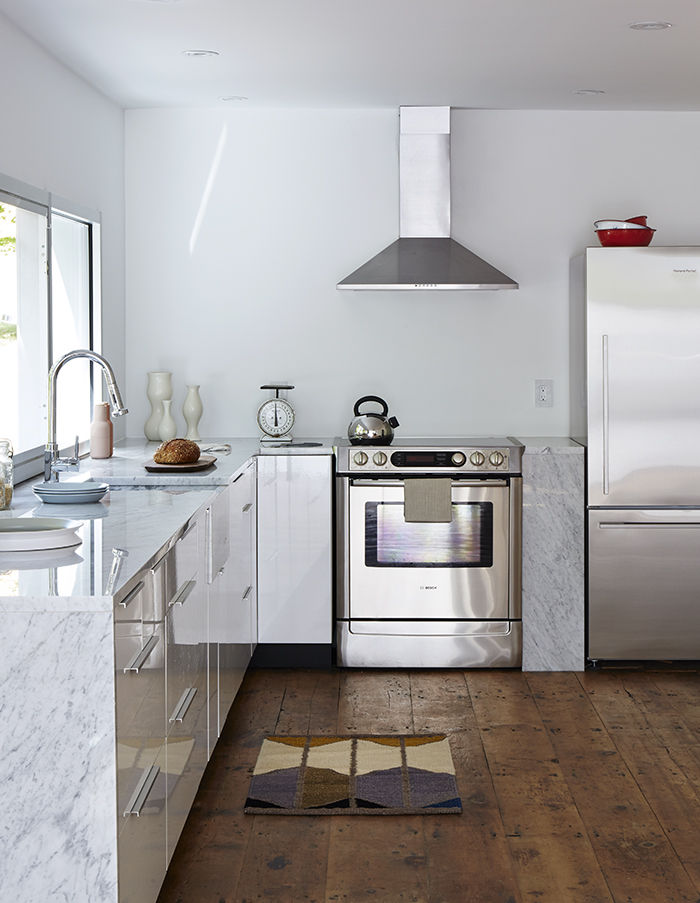 Bright modern kitchen in the Twisted Farmhouse