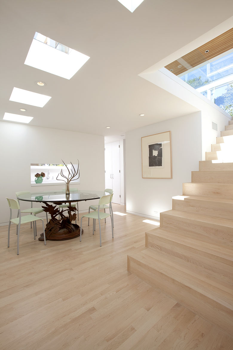 White oak floors in Paley House by DYAR Architects and John Thodos in Carmel, California