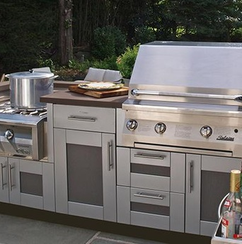 Brown Jordan outdoor kitchen in Pewter and Mica