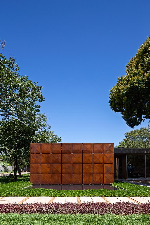 Villa BLM geometric Cor-Ten facade